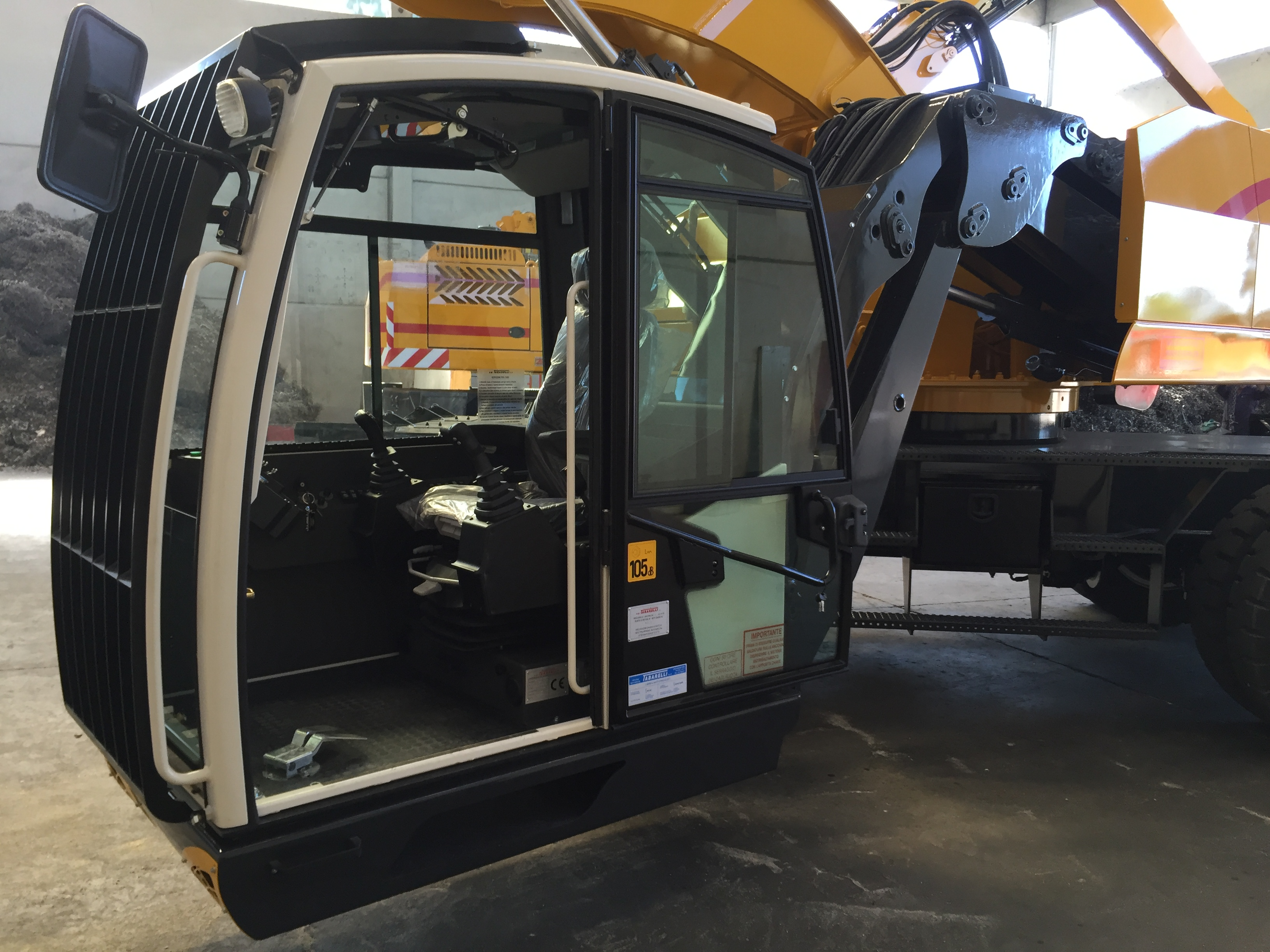 Tabarelli material handling T916 with Fly cab system